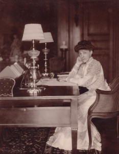 54255187_Edith_Wharton_in_The_Mount_library_1905